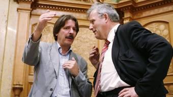 Die Ständeräte Paul Rechsteiner (l./SG) und Hans Stöckli (r./BE) haben versucht, die Demokratischen Juristen von einer Kampagne gegen das Asylgesetz abzubringen. (Archiv)