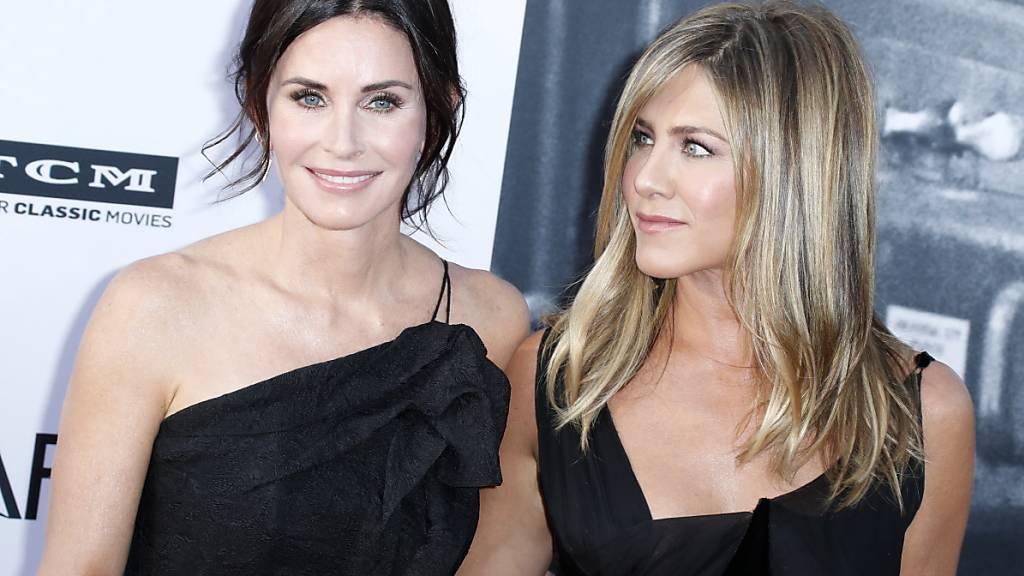 Die Schauspielerin Courteney Cox (links) freut sich schon auf eine neue Rolle. (Archivbild)