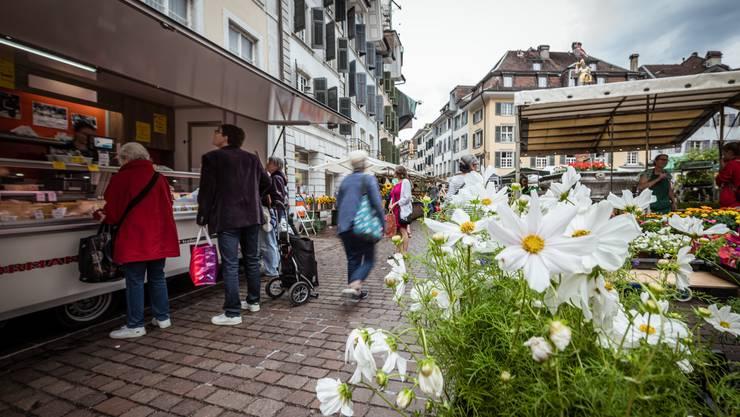 Der Wochenmarkt ist seit Kurzem zurück in der Altstadt und soll es auch bleiben, wenn es nach der IG Märet geht.