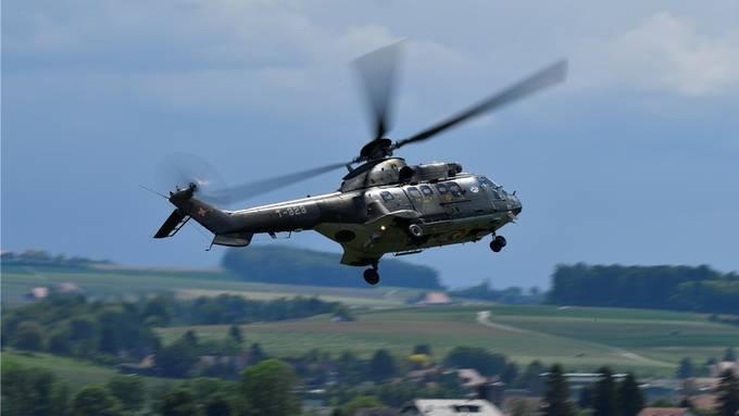 Die Zollfahnder aus Deutschland und der Schweiz waren in einem Super-Puma-Helikopter der Schweizer Luftwaffe unterwegs. (Symbolbild)