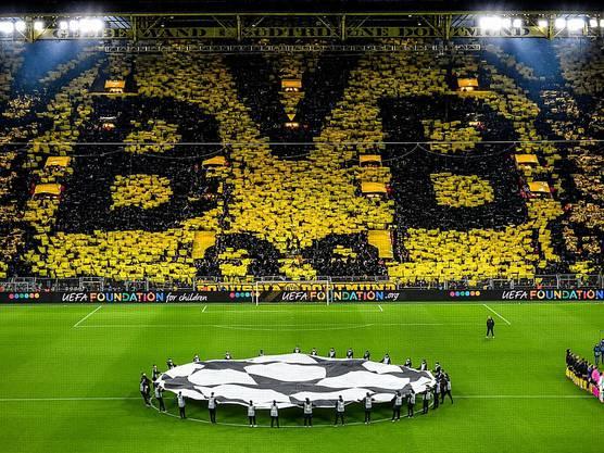 Dortmunds Anhänger empfingen die Mannschaften mit einer herrlichen Choreographie