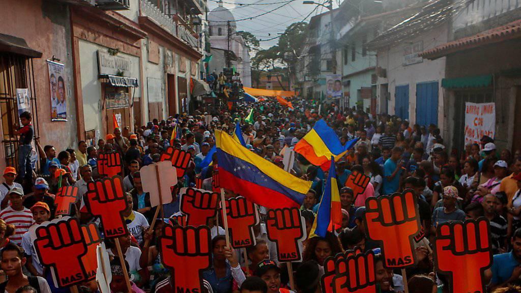 Verärgert über Staatschef Nicolas Maduro: Das Oppositionsbündnis in Venezuela will die Wahl vom kommenden Sonntag boykottieren. (Symbolbild)