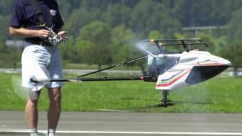 Es wird derzeit davon ausgegangen, dass sich der Mann die Verletzungen beim Betreiben eines ferngesteuerten Modellhelikopters zugezogen hatte.