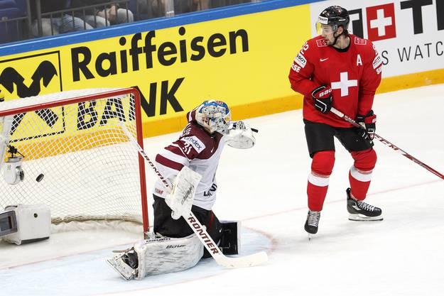 Innerhalb von fünf Minuten treffen Niederreiter zweimal und Hofmann einmal für die Schweiz.