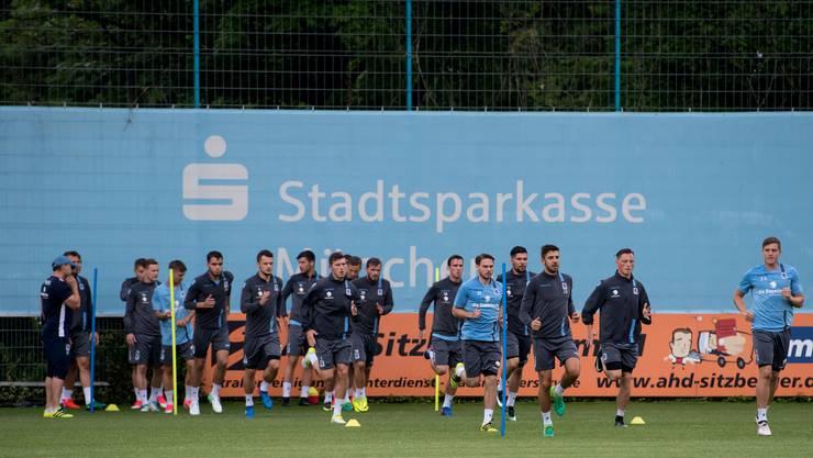 Die Münchner beim Trainingsstart; Mit dabei auch Nico Andermatt.