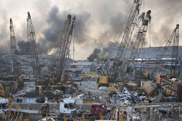 Die Detonationen ereigneten sich in der Gegend des Hafens. Bei der Explosion hatte sich eine riesige Pilzwolke am Himmel gebildet.