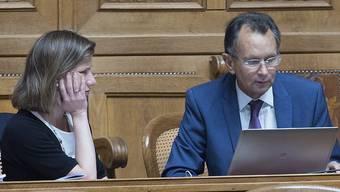 Trotz Lobby-Affäre gepunktet: FDP-Parteipräsident Philipp Müller und Christa Markwalder im Parlament.