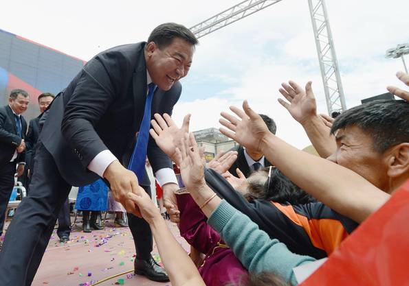 Präsident Tsakhia Elbegdorj lässt sich feiern