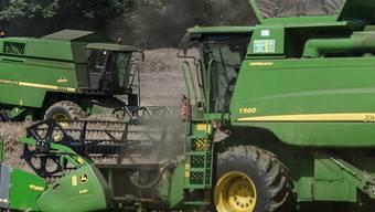 Die Radlast hat sich bei Mähdreschern in den vergangenen 60 Jahren verfünffacht (Symbolbild).