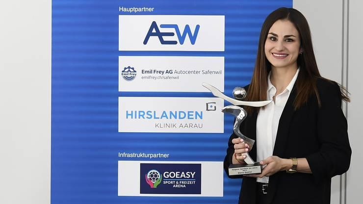 Die 25-jährige Schinznacher Karateka Elena Quirici hat nachträglich den Pokal zur Auszeichnung als Aargauer Sportlerin des Jahres 2019 erhalten.