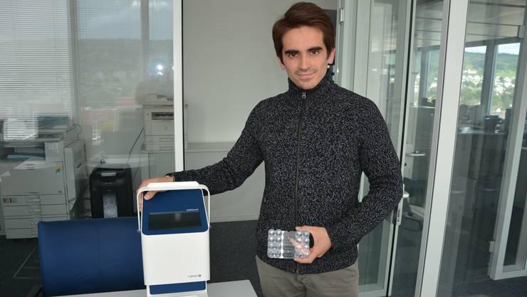 Daniel Schaffhauser, Gründer und CTO von Rqmicro, präsentiert den Legionellen-Tester «Cellstream».