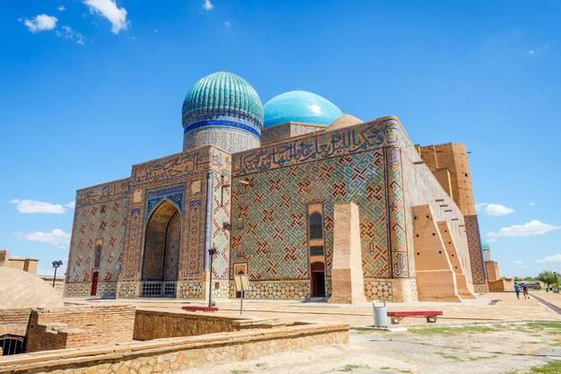 Beeindruckende Mosaikfassade: Das Hodscha-Ahmed-Yasawi-Mausoleum in der Region Turkestan muss man besuchen.