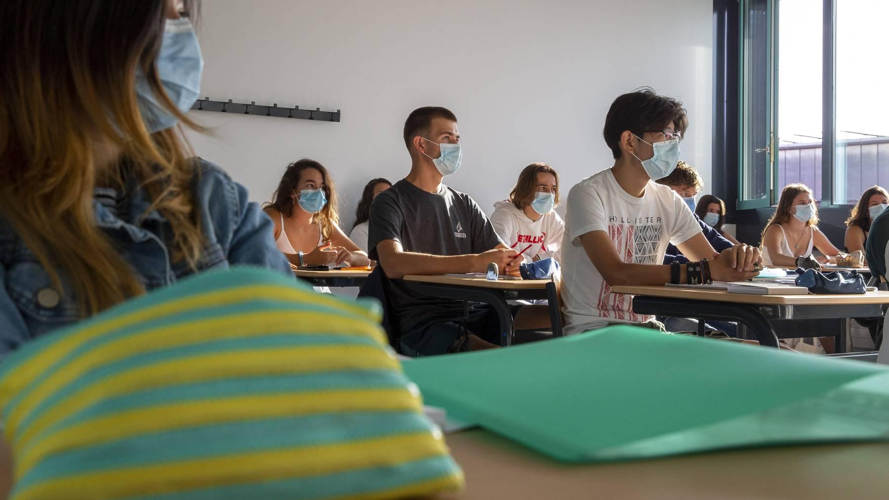Im Unterricht gilt neu Maske auf.