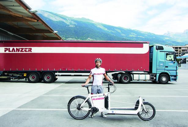 Planzer ist schweizweit das erste Transportunternehmen, welches die Belieferung mit E-Bikes testet.
