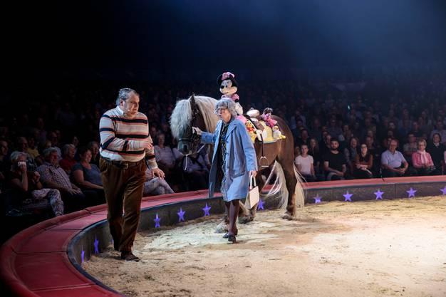 Hier waren Zirkusvorstellungen noch sorgenfrei: Viktor Giacobbo (rechts) und sein langjähriger Bühnenpartner Mike Müller 2019 in der Manege des Zirkus Knie.