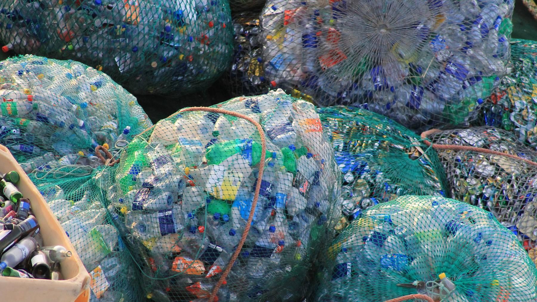 Knapp 3'000 neue Sammelstellen für Pet-Recycling