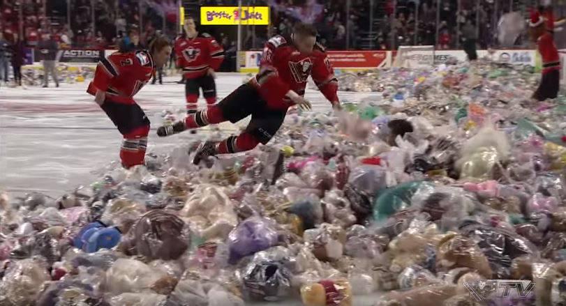 Wohltätigkeits-Wahnsinn: Hier regnets 28 815 Teddybären!