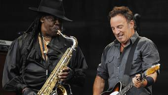 Saxofonist Clarence Clemons (l.) und Bruce Springsteen (Archiv)