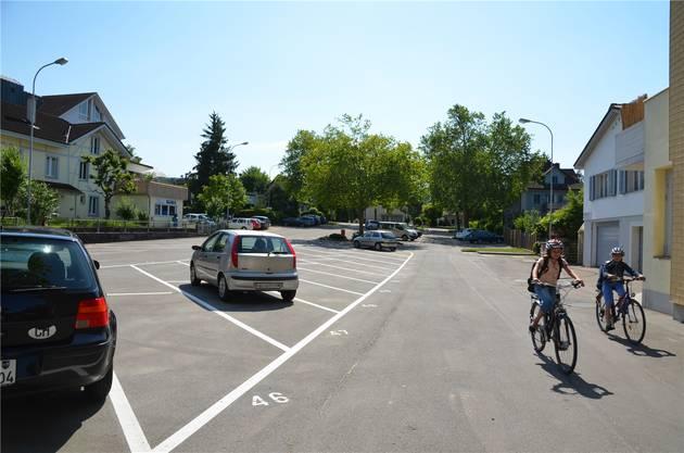 Käsiplatz: Wieder viel Platz für das Kurzparkieren beim Einkauf im Wey.