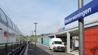 Der S-Bahnhof in Niederweningen ZH: Von hier fahren täglich viele Zurzibieter Pendler in Richtung Zürich.