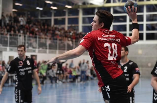 Beau Kägi im Abschluss während einer Partie gegen die Kadetten Schaffhausen in der Saison 2016/17.