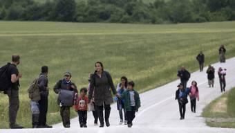 Noch immer suchen viele Flüchtlinge den Weg nach Europa und auch in die Schweiz. Gegenüber dem Vormonat ist die Zahl der Asylgesuche im April jedoch weiter zurückgegangen. (Symbolbild)