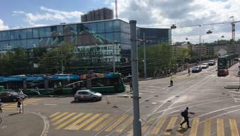 Tram-Stau an der Viaduktstrasse.