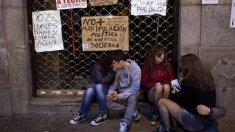 Spanische Jugendliche protestieren gegen ihre Arbeitslosigkeit (Archiv)