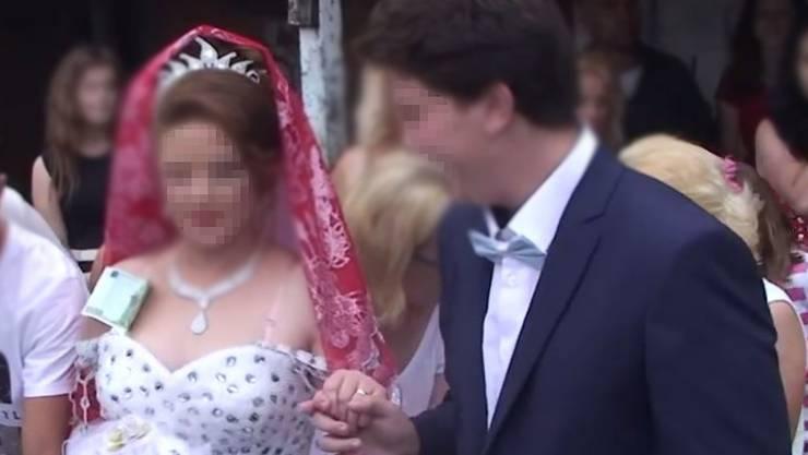 Umstritten: Zwei angeblich 16-Jährige heiraten. Es soll Liebe sein.