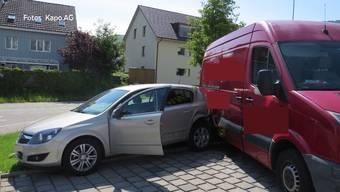 Der Rentner verlor in Ehrendingen die Kontrolle über sein Fahrzeug und beschädigte dadurch mehrere Autos. Er hinterlässt einen Sachschaden von 80'000 Franken.