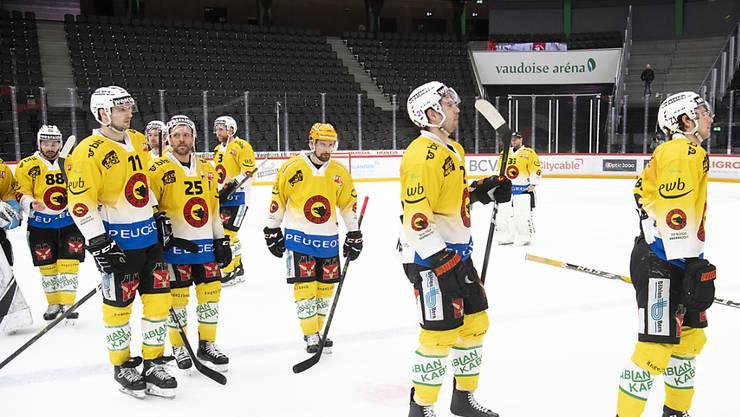 Abstiegsrunde statt Playoffs: Der Titelverteidiger SC Bern ist nach der Niederlage in Lausanne nicht mehr im Rennen um den Meisterpokal
