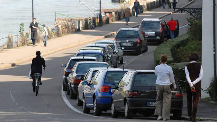 Die Parkgebühren in Basel sollen günstiger werden.