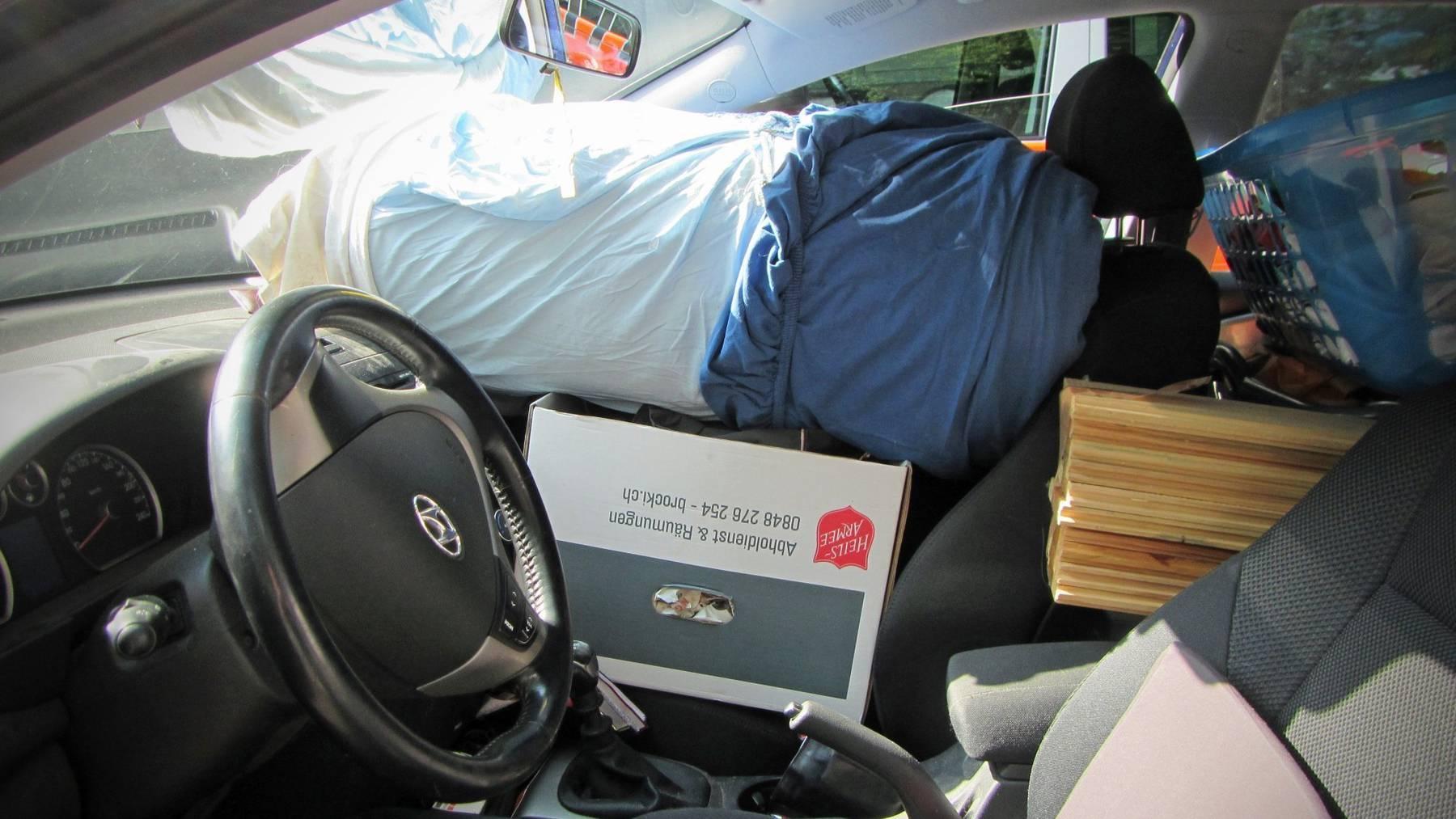 So sollte man keine Matratze transportieren.