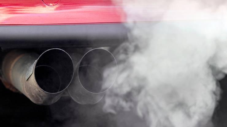 Abgase schaden Umwelt und Gesundheit – daraus entstandene Kosten werden jedoch nicht ausschliesslich von den Autofahrern, sondern von der Allgemeinheit getragen.Gaetan Bally/KEYSTONE