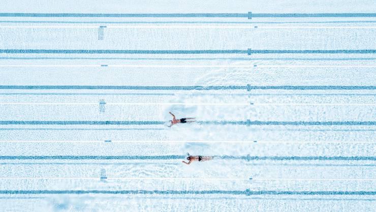 Geschlossene Schwimmbäder: Die Schwimmer liegen auf dem Trockenen