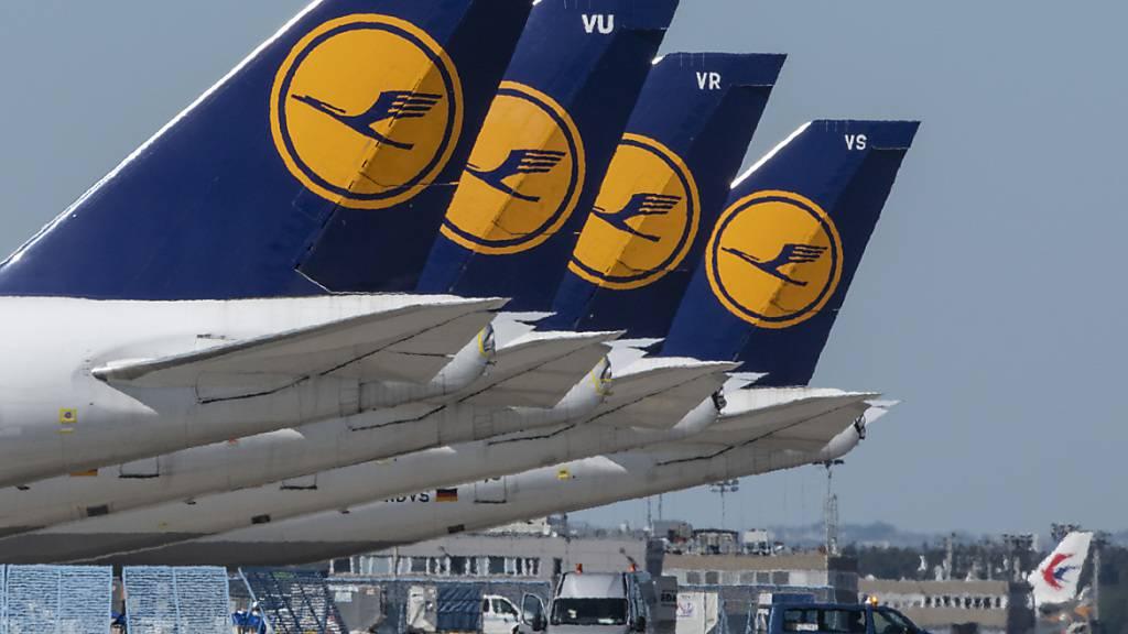 Lufthansa kündigt Umbau an - Milliardenverlust im ersten Quartal