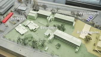 Strichplatz-Modell: Von den zehn Sexboxen (links) führt eine Fahrschlaufe zu vier Wohnwagen (rechts), dazwischen liegt das Basislager.