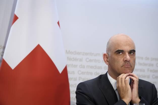 Gesundheitsminister Alain Berset vertraut den Kantonen.