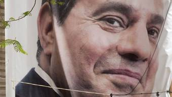 Wie ein Pharao: der ägyptische Präsident Abdel Fattah al-Sisi auf einem Wahlposter in Kairo. Der Bevölkerung geht es seit Jahren immer schlechter - glücklich, wer genug Brot nach Hause bringen kann.