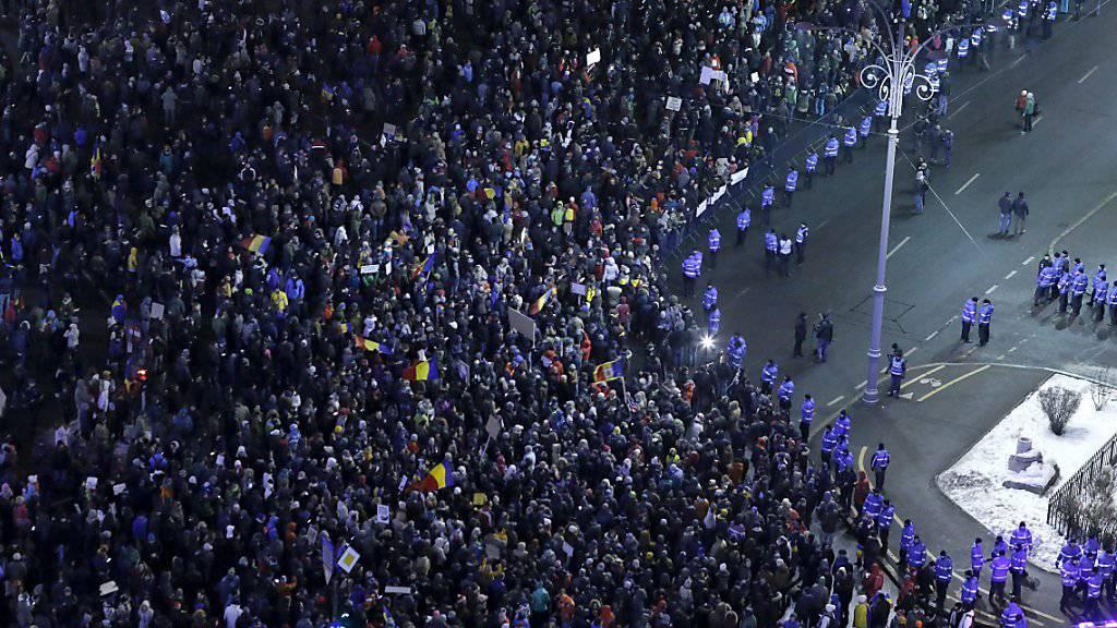 Tausende Demonstranten im Regierungsviertel in Bukarest
