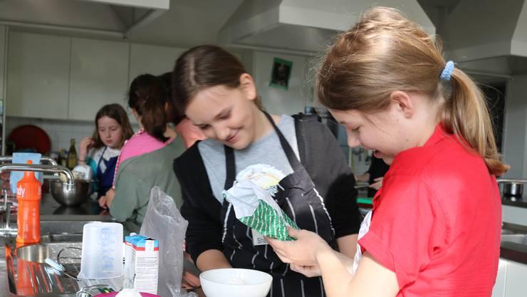 Kinder sollen auch in den Schulferien von Tagesstrukturen profitieren, fordern mehrere Grossräte. Im Bild: Eine Veranstaltung des Ferienpass Brugg.