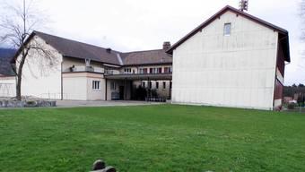 An das bestehende Schulhaus in Flumenthal wird nun angebaut.