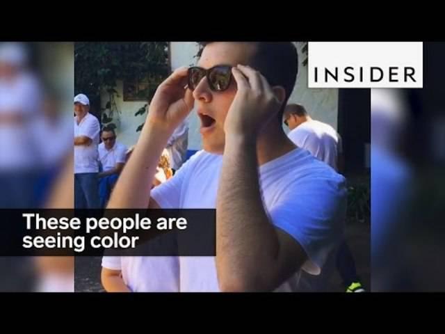 Menschen, die zum ersten Mal Farbe sehen.
