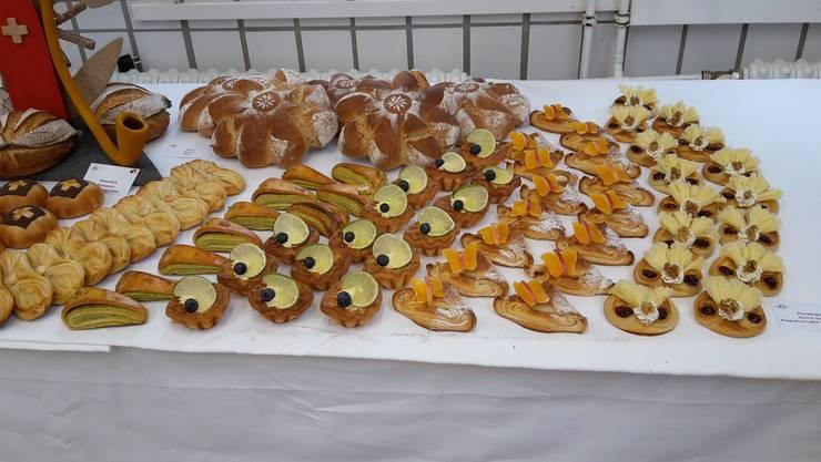 Brote, Weizenbrötchen, Hefeteigsüssgebäcke, Sandwiches, Plundergebäck