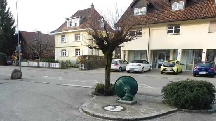 Umgefahrener Basilisk-Brunnen in Hausen im Wiesental.