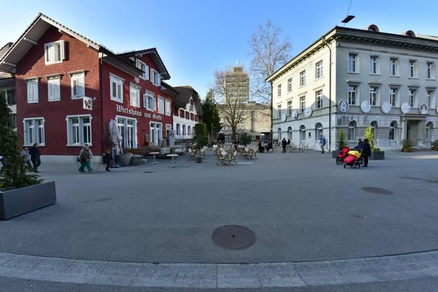 Zwischen «Gryffe» und Naturmuseum werden die Stuhlreihen aufgestellt.