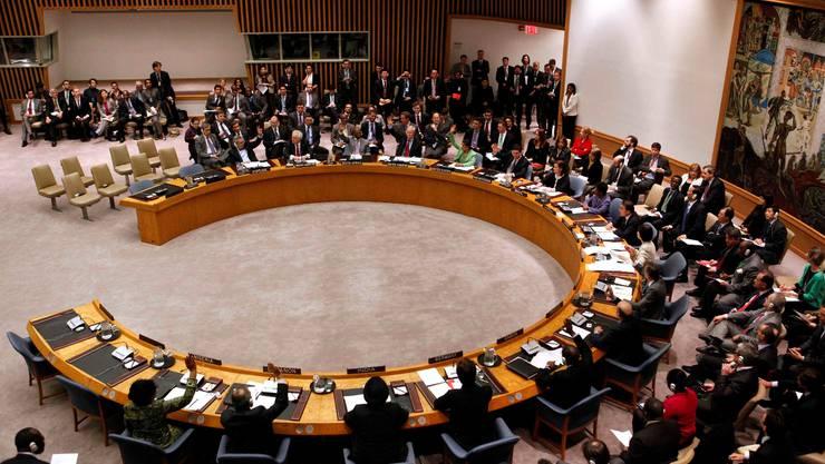 Die 15 Mitglieder des UNO-Sicherheitsrates bei der Abstimmung über Libyen im letzten März. (key)