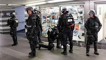 Die Sicherheitskommission lobt den Grosseinsatz und die ergriffenen Massnahmen der Polizei.