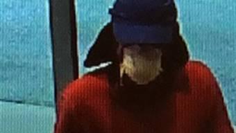 Der unbekannte Bankräuber, der am Freitag eine Bank in Chur überfiel.