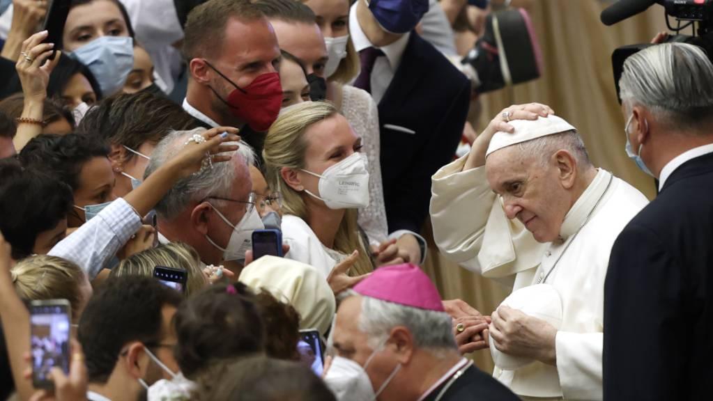 Papst Franziskus am Ende seiner wöchentlichen Generalaudienz in der Halle Paul VI.